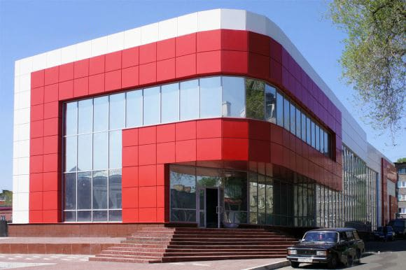 Здание облицованное фасадными кассетами фото